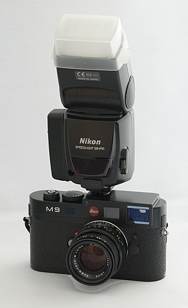 [Image: Leica M9 with Nikon SB-800 Flash.jpg]
