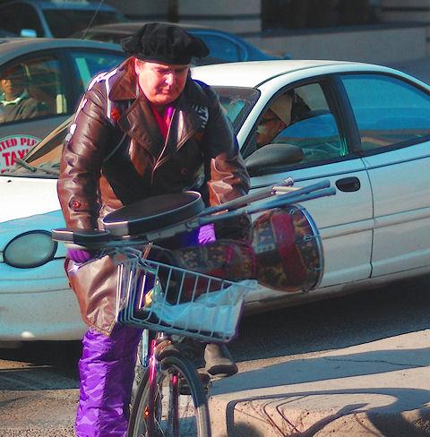 [Image: musicianonbikeSM.jpg]